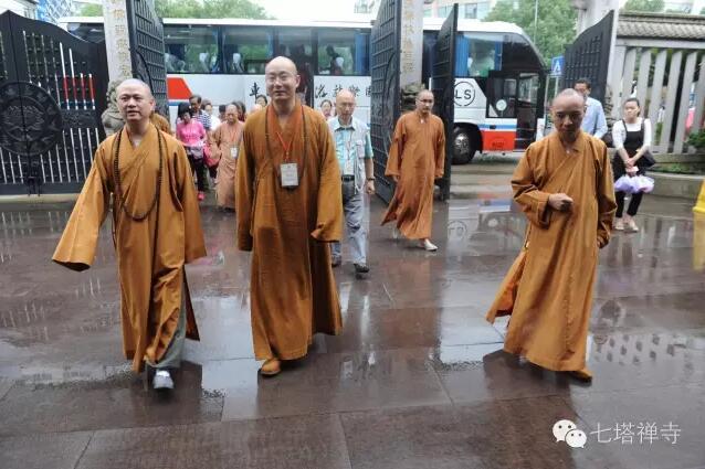 香港观宗寺住持宏明法师率团来七塔禅寺参访