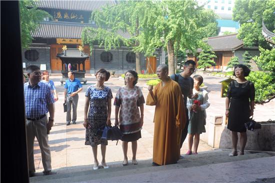 新闻|南京市人大常委会副主任陈华一行参访七塔禅寺