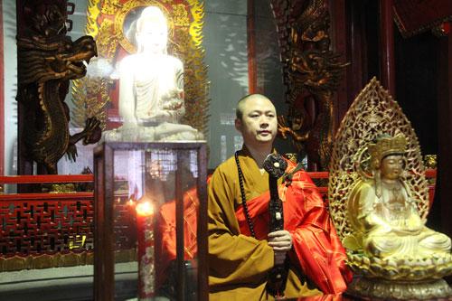 七塔禅寺传授三坛大戒法会举行上堂斋说法仪式