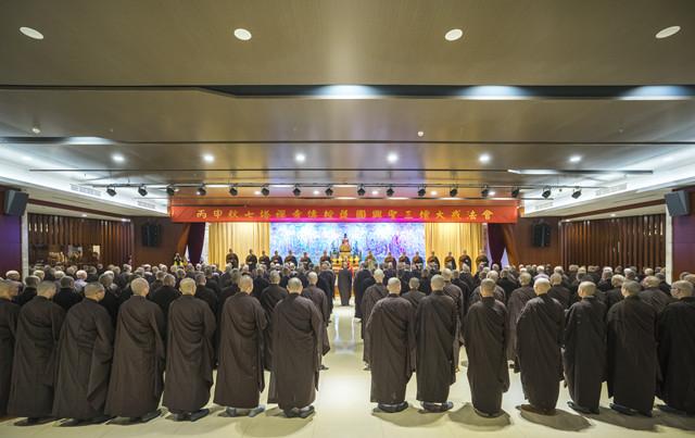 七塔禅寺传授护国兴圣三坛大戒法会举行新戒告假出山仪式