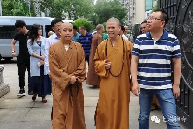 温州市佛协会长智明法师等来七塔禅寺考察