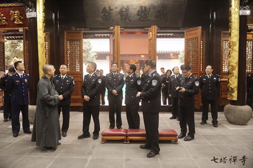 新闻 宁波市公安局局长黎伟挺一行查检指导七塔禅寺春节安保工作