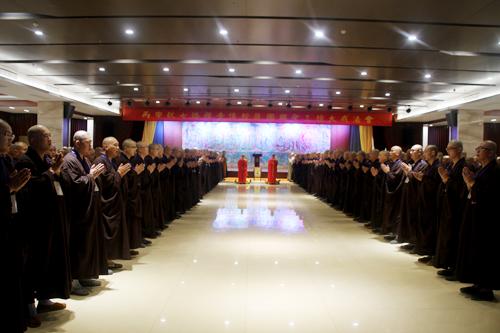 七塔禅寺传授护国兴圣三坛大戒法会举行新戒初见仪式