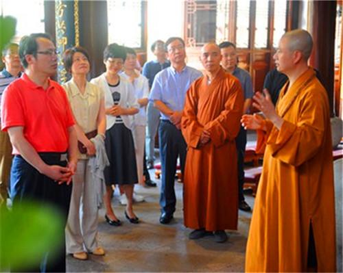 上海市民宗委党组书记房剑森、主任花蓓一行考察七塔禅寺管理工作