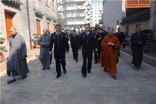 宁波市公安局局长刘凯一行到七塔禅寺视察指导春节安保准备工作