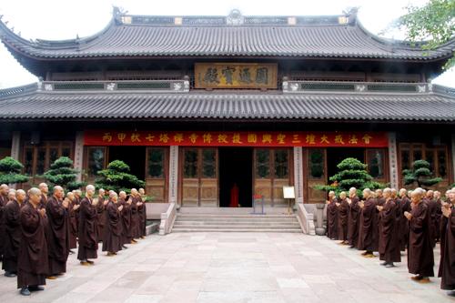 七塔禅寺传授护国兴圣三坛大戒法会举行结界洒净仪式