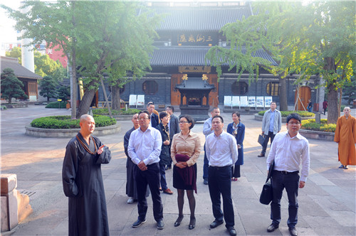 宁波市政府副市长卞吉安调研七塔禅寺管理工作